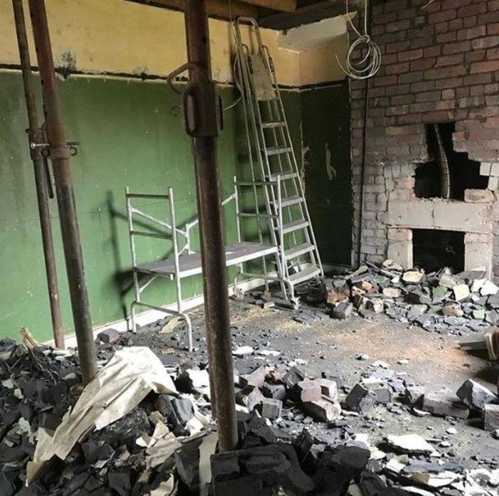 Супруги купили дом в плачевном состоянии и сами сделали в нем ремонт. Спустя 1,5 года они показали, как преобразился интерьер (фото до и после)