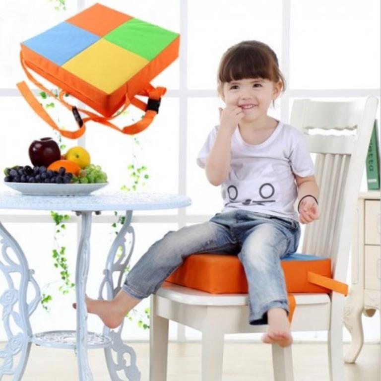 Сшила сама удобное высокое детское сиденье. Теперь ребенок легко достает до стола