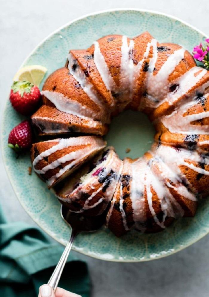 Просто и вкусно: беру йогурт, ягоды и делаю потрясающий пирог к чаю