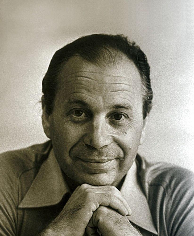 От улыбки хмурый день светлей : в ноябре советскому поэту песеннику Михаилу Пляцковскому исполнилось бы 85 лет