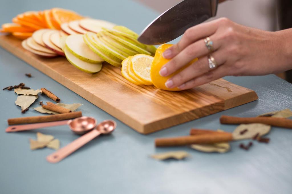 Для приятного запаха в доме я выкладываю в вазочку сушеные фрукты с корицей и гвоздикой. Ни один освежитель не дает такого натурального восхитительного аромата
