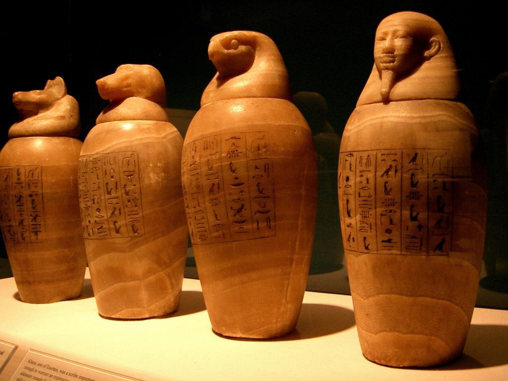В гробнице хранителя сокровищницы фараонов археологи обнаружили удивительные артефакты (фото)
