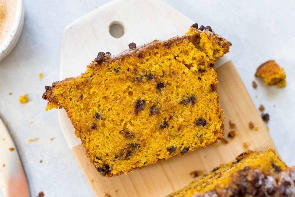 Тыквенные кексы станут еще вкуснее, если добавить шоколад. Проверенный рецепт