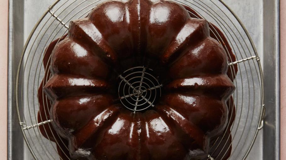 Немецкий шоколадный торт с кокосом и глазурью: рецепт