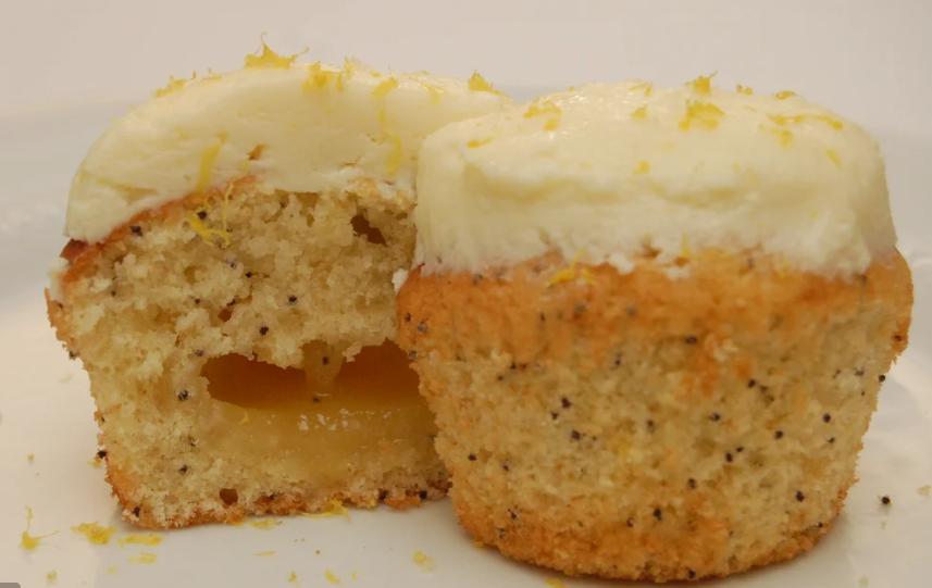 Лимонно-маковые кексы с жидкой начинкой: через 20 минут достаю из духовки ароматное лакомство