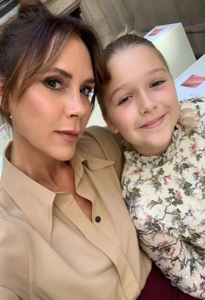 Модная стрижка за 360 £ для девятилетней малышки: Виктория Бекхэм радует дочь новой прической