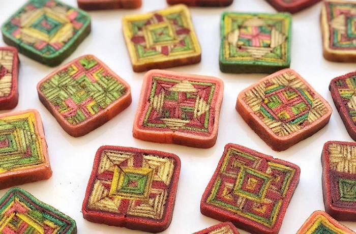Причудливые яркие узоры на тортах - заслуга малайзийского кондитера. Теперь о нем знает Интернет
