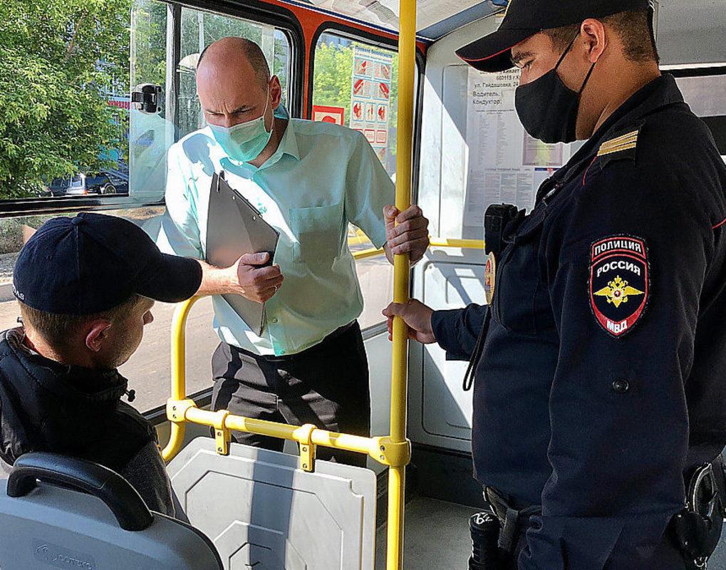 Штраф 5 тысяч: полицейские Москвы начали масочные рейды в транспорте