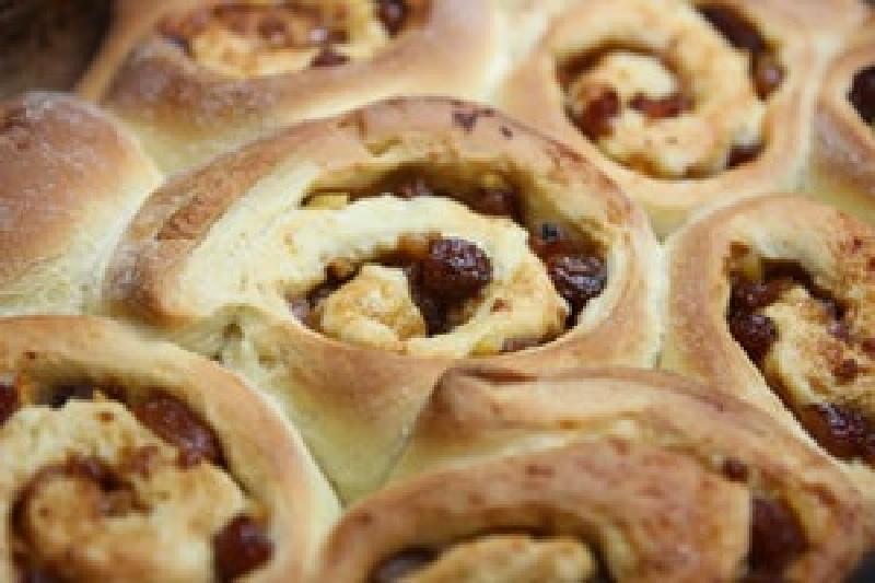 Классические булочки прямиком из Челси прямо к вашему столу: радуем семью необычной выпечкой