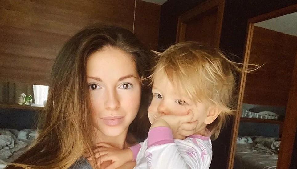 Нюша о 2-летней дочери Симбе: Я даже думала ее на бэк-вокал взять к этому концерту