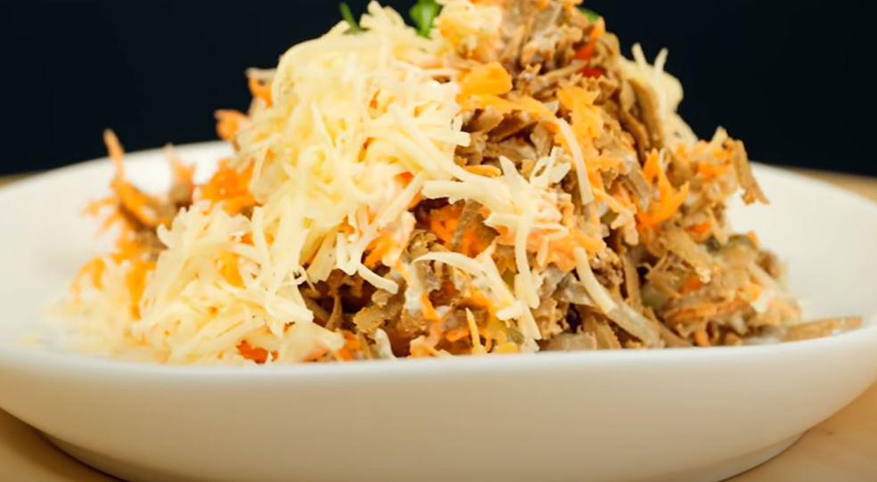 Натираю печень на терке: рецепт осеннего салата из простых ингредиентов