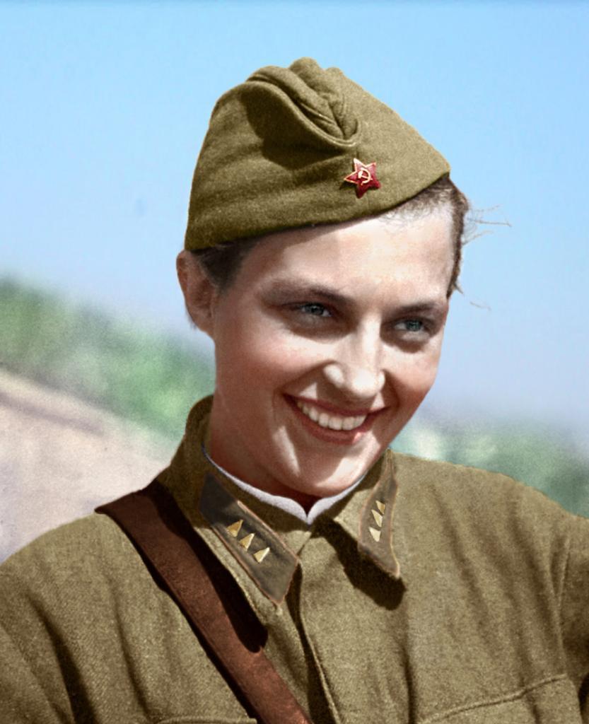 Имя своего непорядочного мужа даже не хотела произносить. Людмила Павличенко: какой мамой была самая успешная женщина-снайпер в мировой истории