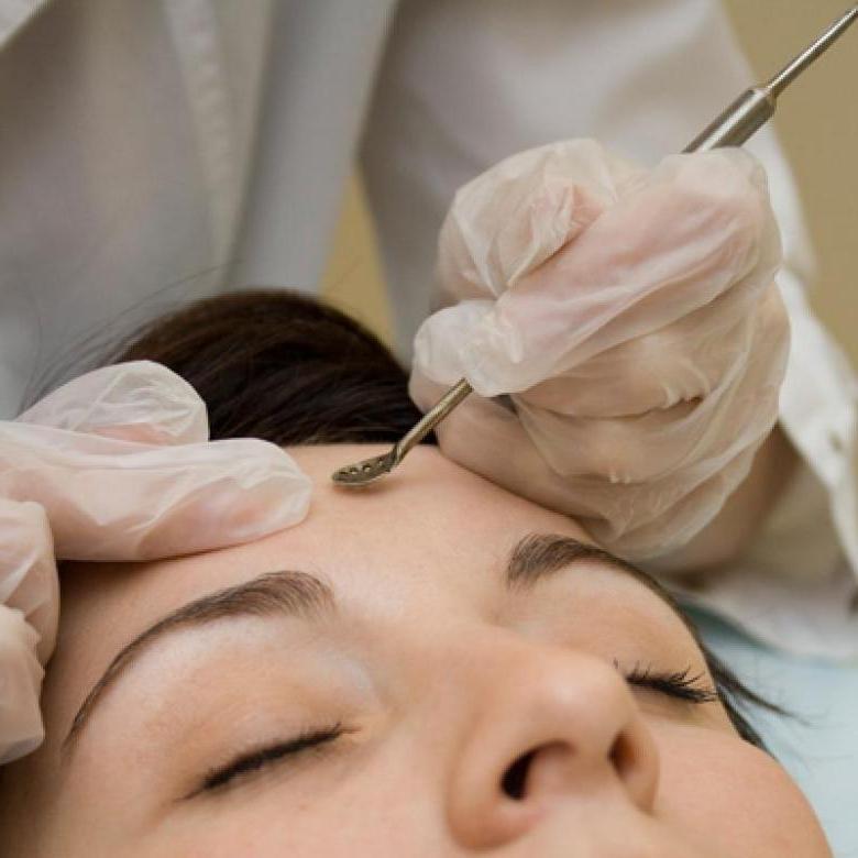 Самая популярная, но бесполезная процедура у косметолога. Женщины платят за нее деньги и добровольно портят кожу лица