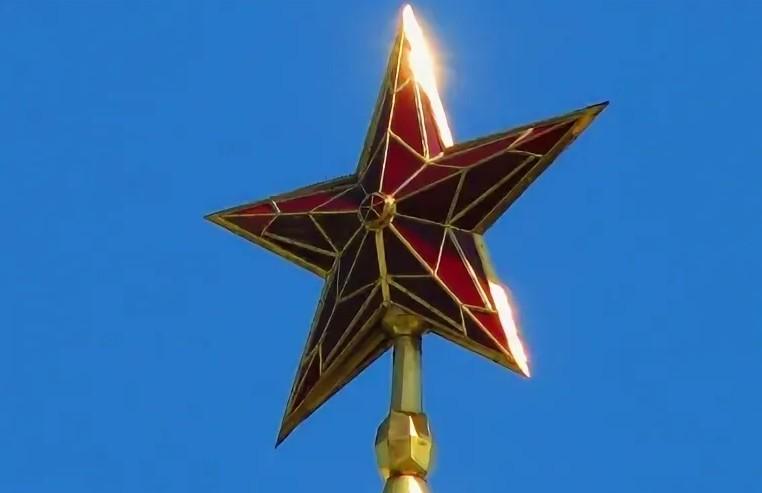 85 лет назад Кремль украсили звездами: сначала они были медными, с уральскими самоцветами