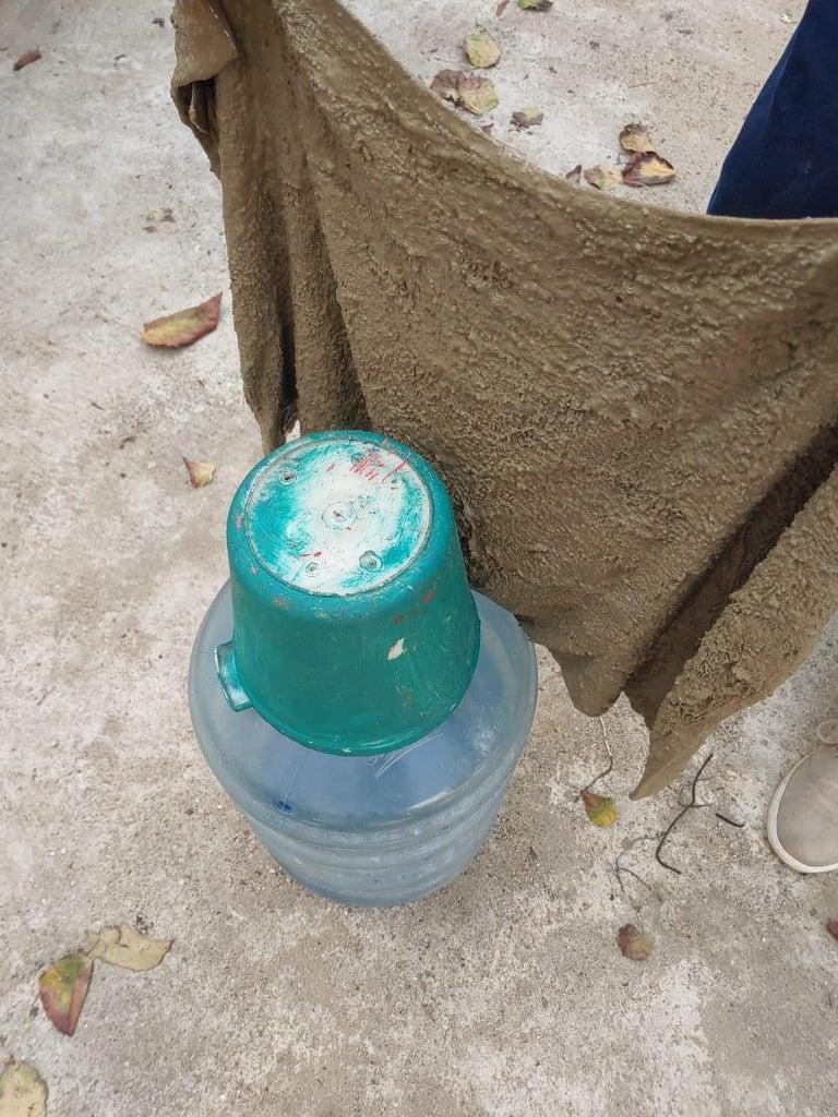 Из цемента и старых полотенец можно сделать что угодно: в моем саду алоэ растет в оригинальном горшке, который я слепил с помощью 19 литровой бутыли и ведра