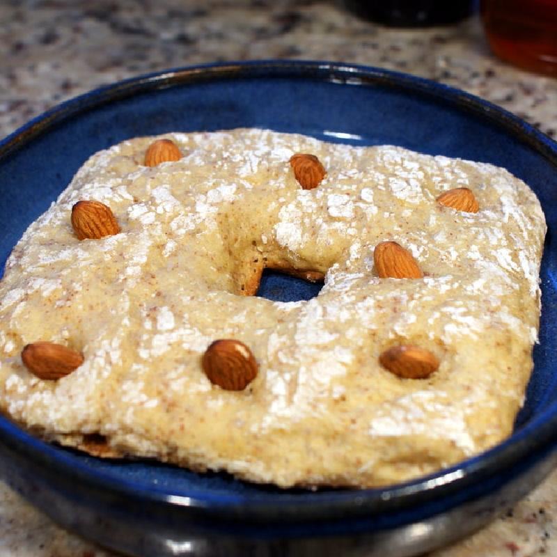 Миндальные булочки с медом или глазурью: воздушная выпечка к утреннему кофе