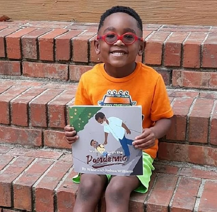 Американский мальчик и его отец написали книгу про трудности, с которыми сталкиваются дети из-за коронавируса