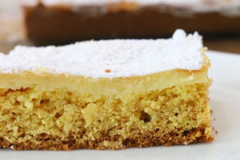 Нежный масляный торт с начинкой из сливочного сыра: отличный вариант десерта для большого семейного ужина