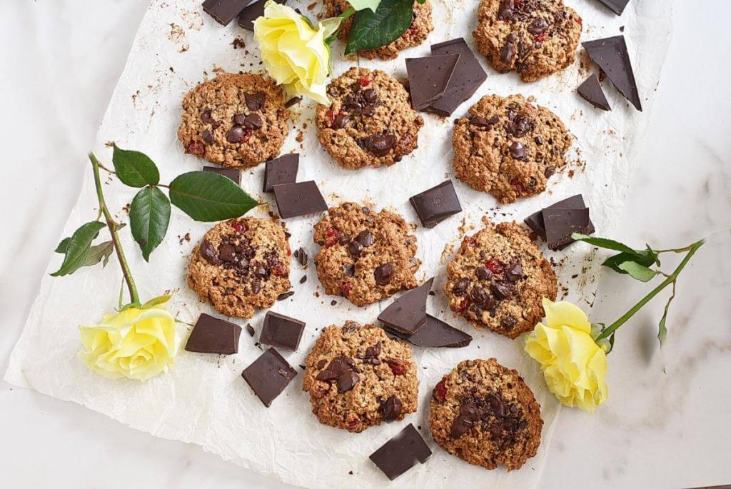 Печенье из овсянки не только полезное, но и вкусное. Добавляю яблочное пюре и сушеную вишню