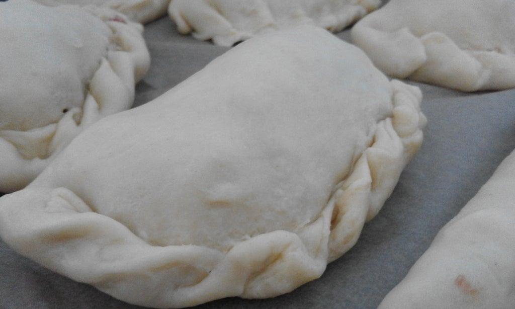 Ароматные пирожки с сытной начинкой: внутри мясо, морковь и картошка