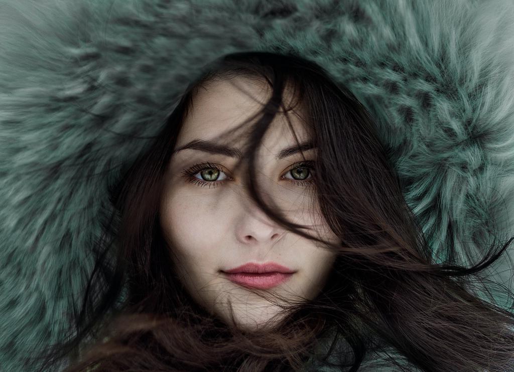 Фиолетовая и светло-зеленая одежда для голубоглазых: как выделить красоту глаз при помощи одежды, макияжа и цвета волос
