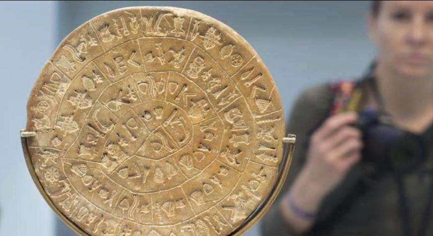 4 тысячелетия назад минойцы уже пользовались дробными числами и сразу двумя шрифтами: ученые продолжают раскрывать тайны одной из самых древних цивилизаций в Европе