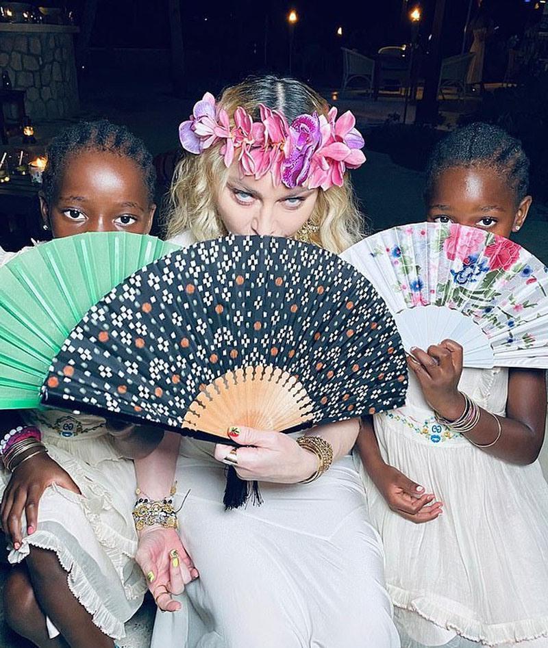 Мадонну в день рождения поздравили ее родная и приемные дочки
