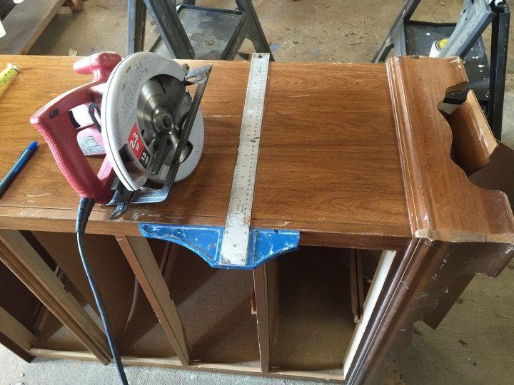 Из старого комода сделали удобную скамью с местом для хранения