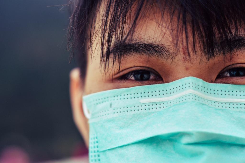 Японские исследователи: Маски блокируют коронавирус, но не идеально