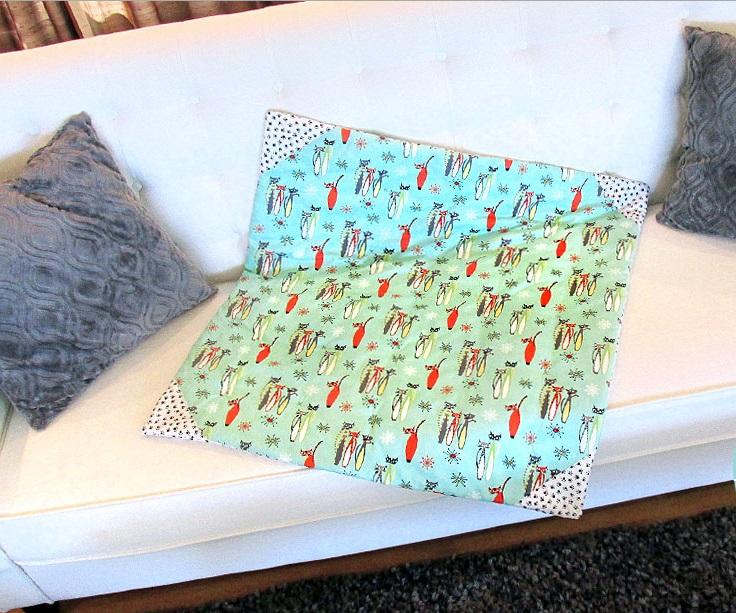 Сшила сама специальные защитные пледы для мебели. Теперь мои собаки спокойно лежат где хотят, а пледы очень легко стираются