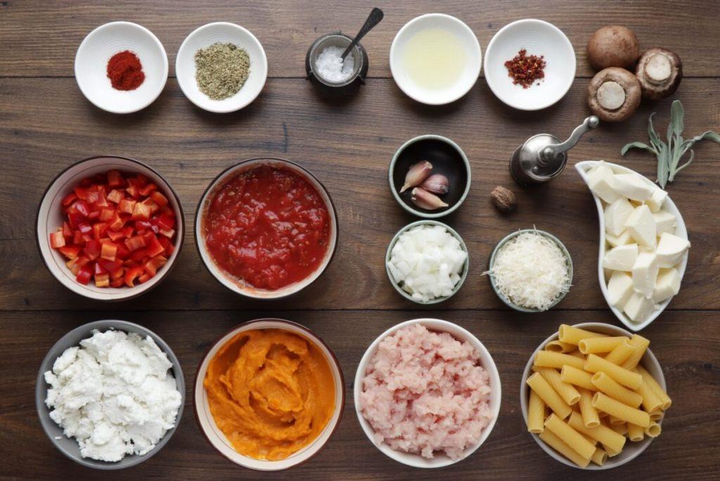 Пасту можно запекать. Осенью готовлю вкусное блюдо из макарон, тыквы, индейки и грибов
