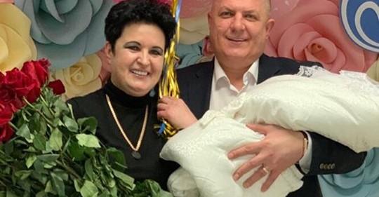 «Я родила доченьку»: 52-летняя мама Влада Кадони показала мужа с новорожденной