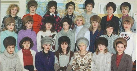 Почему в Советском Союзе женщины не снимали шапки в помещениях?
