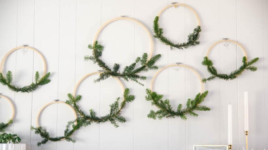 Наполняем дом новогодней атмосферой: зову детей и вместе с ними создаю украшения из пялец и сосновых веток