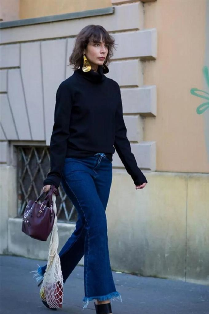 Водолазки и свитера с воротником: неотъемлемые детали гардероба, которые прекрасно смотрятся с пальто