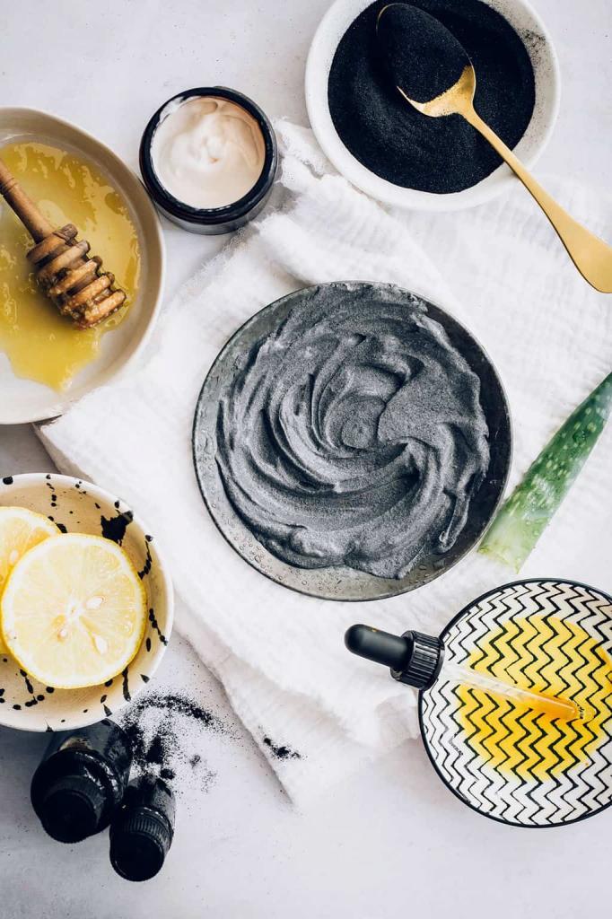 Детокс-маска с глиной, медом и кокосовым маслом. Отлично очищает и сужает поры