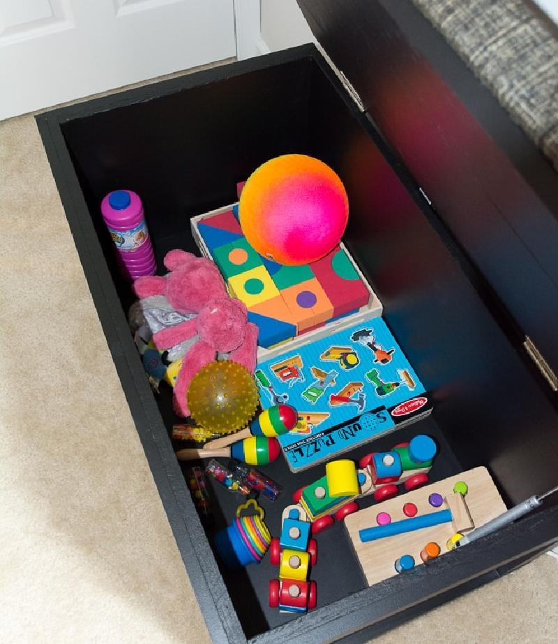 Как сделать коробку для игрушек в виде стильного и мягкого пуфика: игрушки не разбросаны, и интерьер выглядит потрясающе
