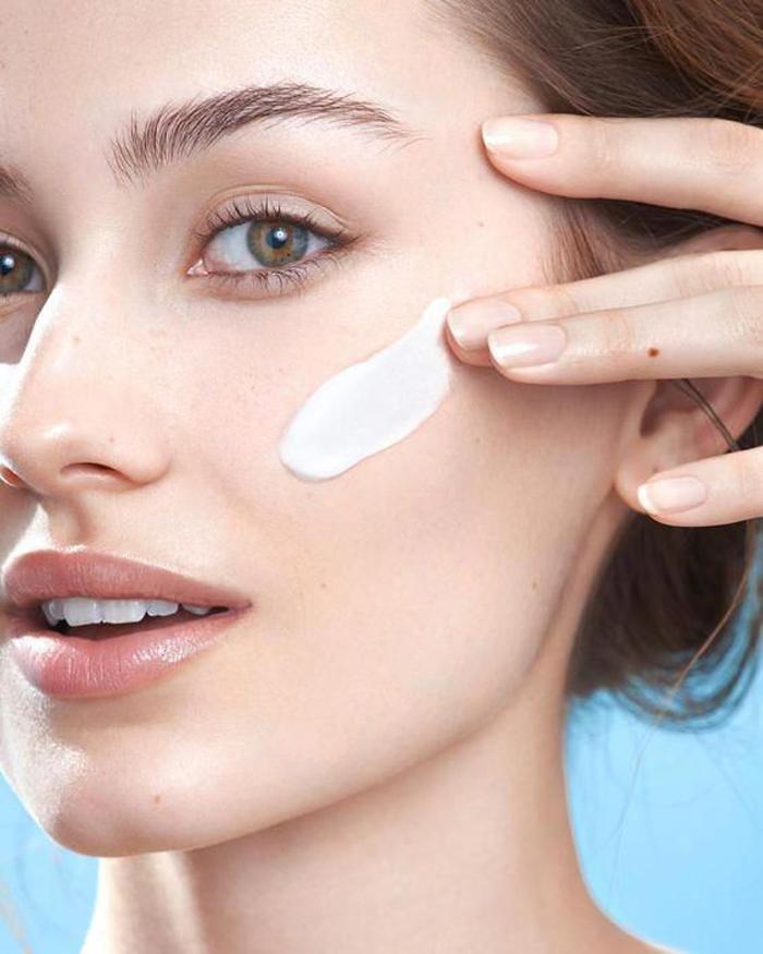 Как убрать отечность глаз: эффективные советы по макияжу от звездных визажистов