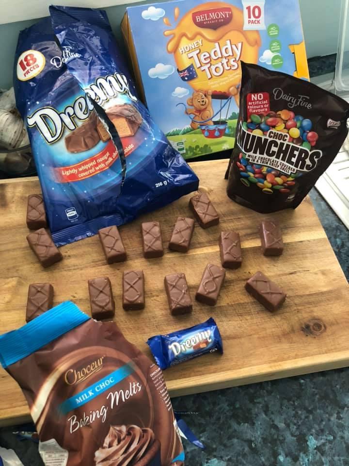 Гоночные машинки из конфет: мама поделилась простым рецептом угощения на детский праздник. Формы не нужны