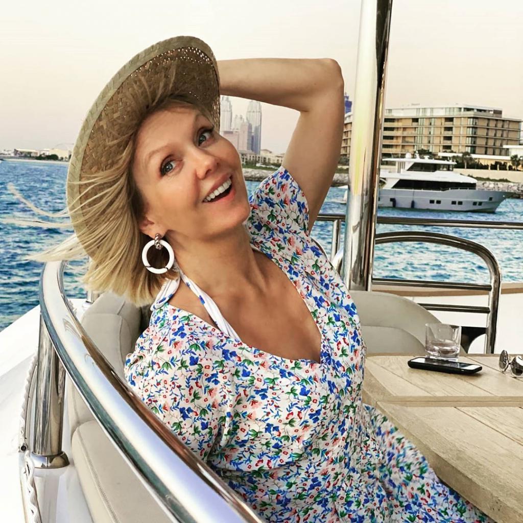 В шляпке и с мужем: Валерия показала, как она с мужем отдыхает в Дубае