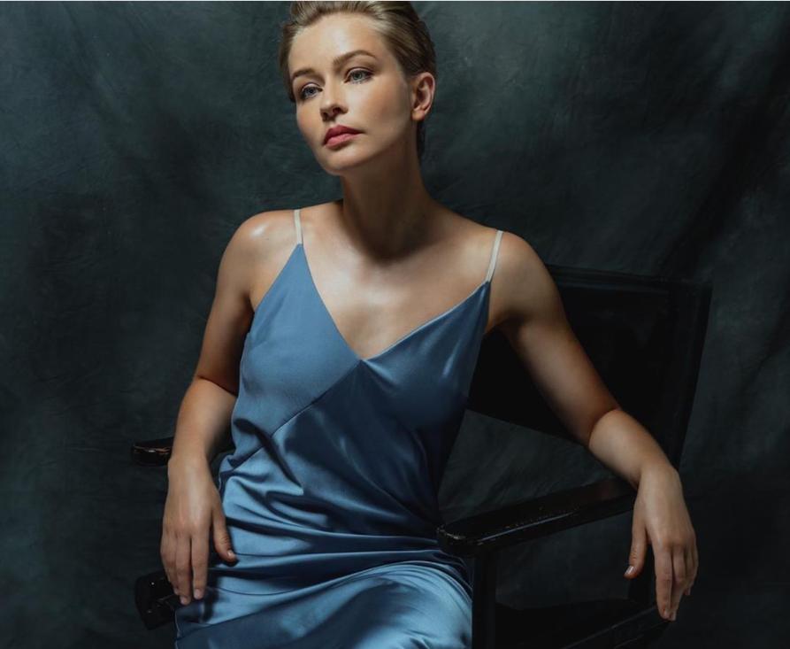 Актриса Юлия Пересильд порадовала подписчиков снимком с новой фотосессии