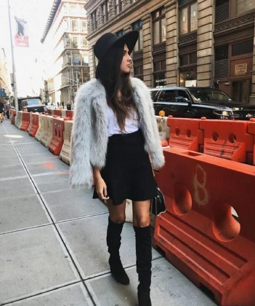 Носим мини юбки и смело сочетаем их с джемперами и теплыми свитерами: 8 стильных образов