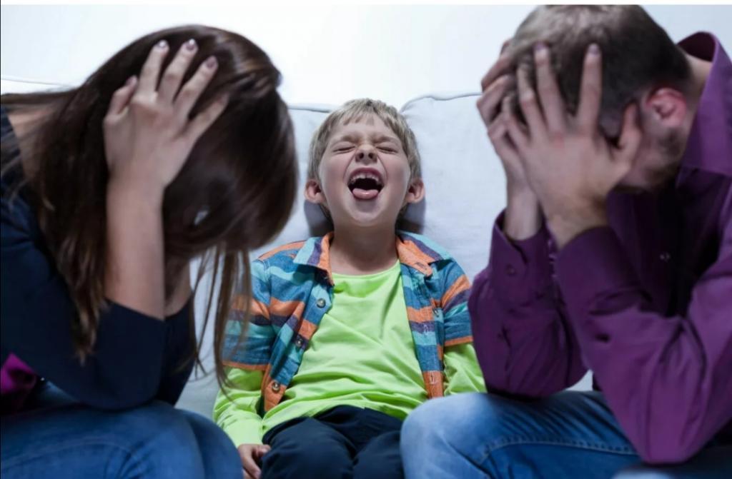 Как распознать причины плохого поведения ребенка: например, неуважение к родителям - признак слабой связи с ними