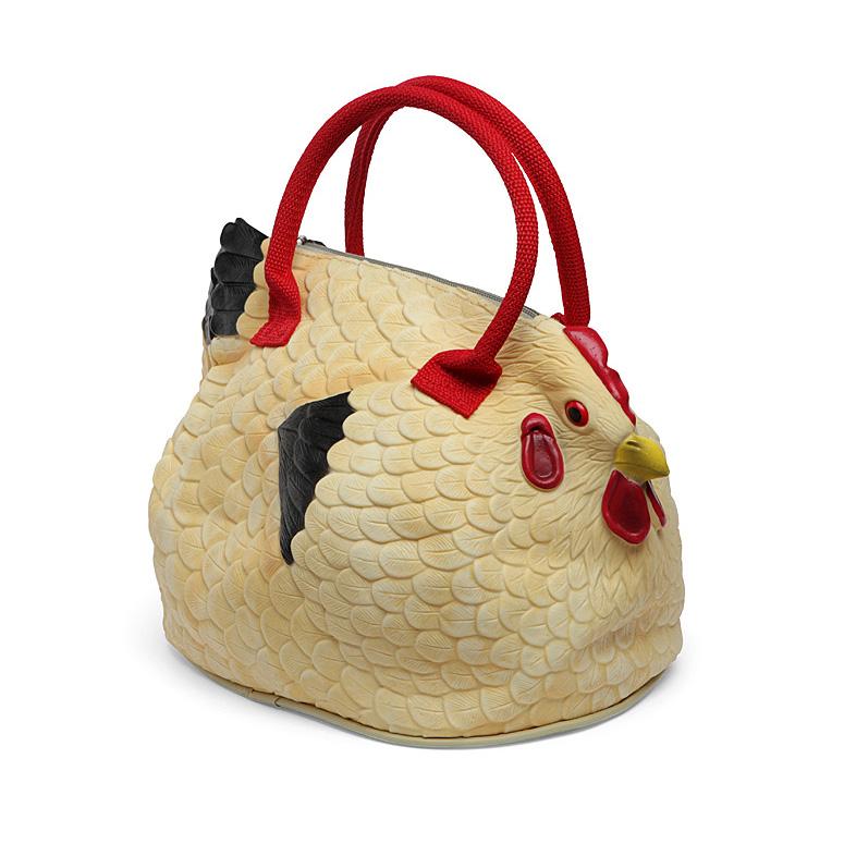 Какой год, такие и тренды: в моду вошли странные сумки-курицы
