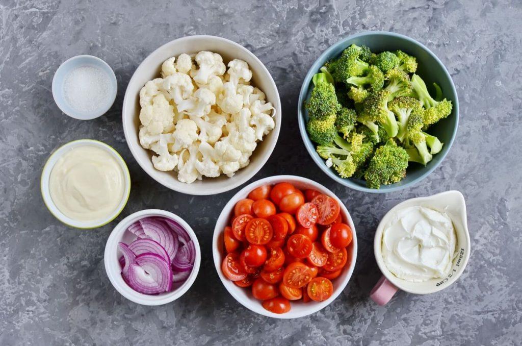 Простейший салат за пять минут: готовится быстро, а пользы много (но лучше дать ему настояться)