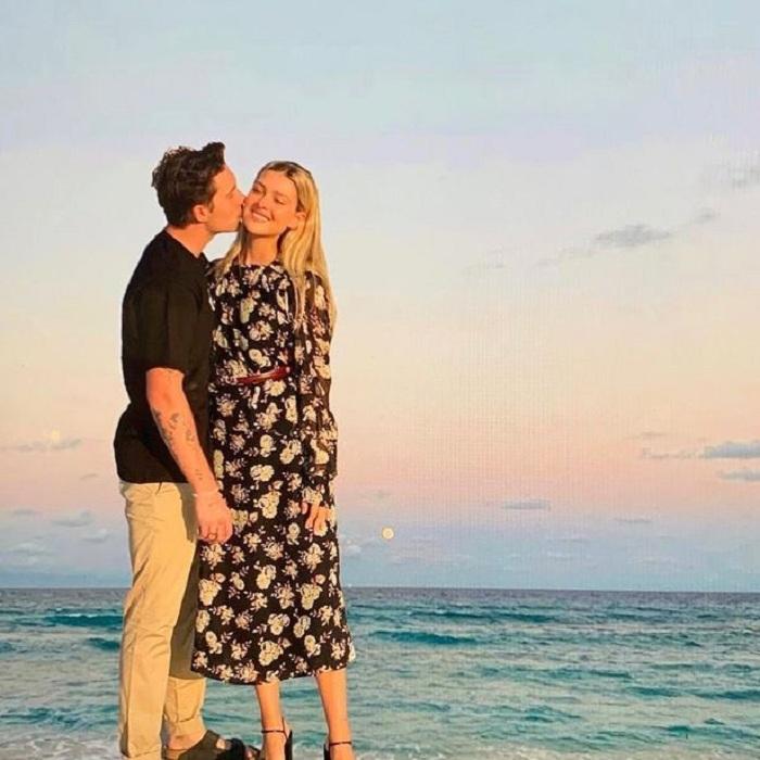 Дерзкий  фотошопный трюк  Виктории Бекхэм разоблачила невеста Бруклина Никола Пельтц