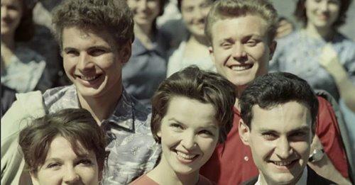 Люди внешне поменялись кардинально: СССР и современный человек. Фото батл сравнения эпох? Ваше мнение