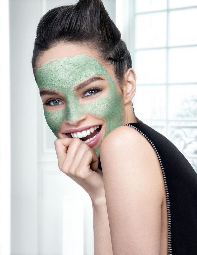 Если кожа сухая, зудит и шелушится, значит, нарушен кожный барьер. Частое применение масок может навредить коже