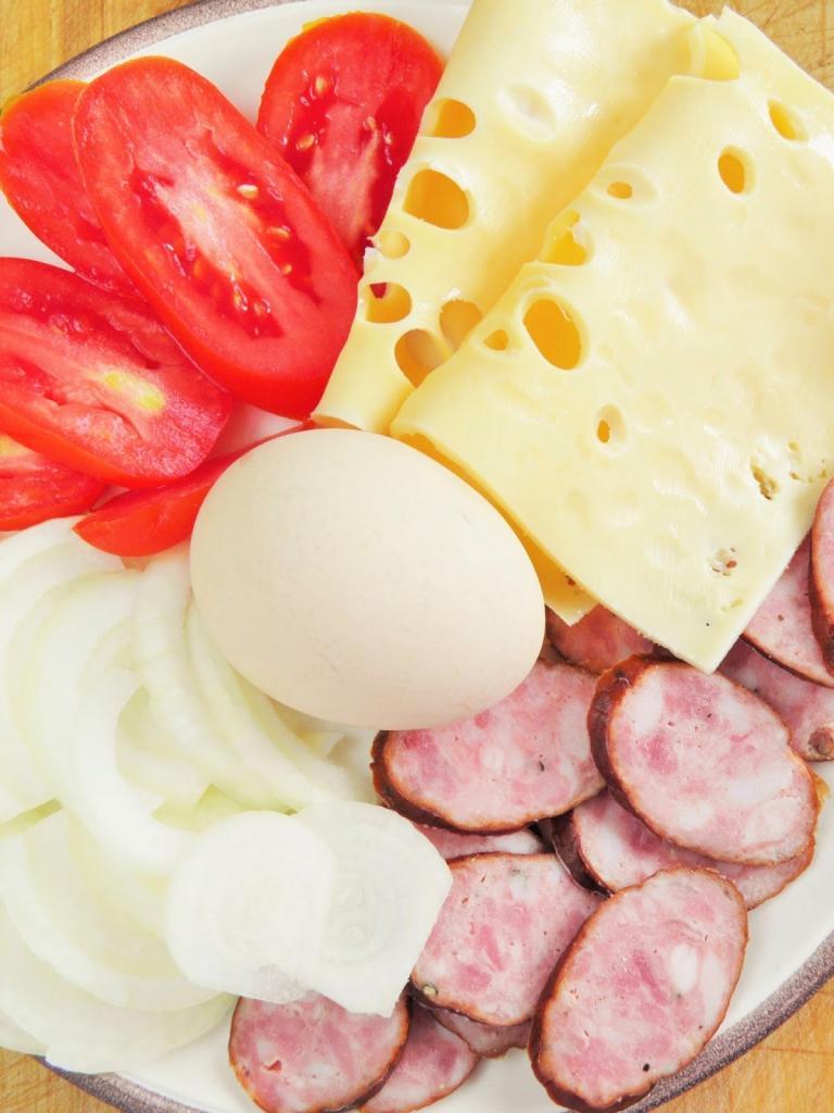 Из яиц и колбасы делаю не омлет, а запеканку. И все - на сковороде: рецепт