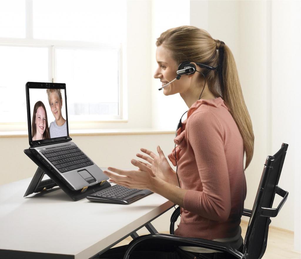 По ту сторону экранов: пользуемся кремом с алоэ и еще несколькими уловками, чтобы выглядеть отменно при онлайн-встречах
